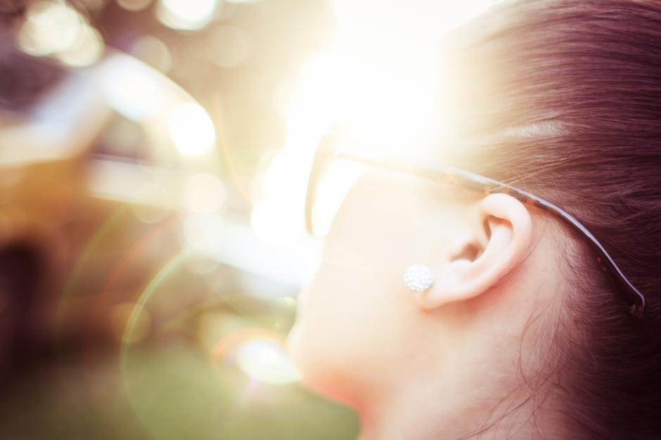 sunlight-abstract-bokeh-girl-picjumbo-com
