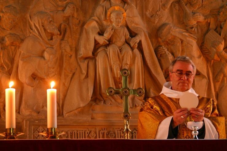 communion-2263987_1280